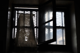 murs-49-serviette-fenetre